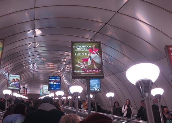 Реклама на лайтбоксах 0,6x0,9м на балюстрадах эскалаторов в санкт-петербургском метро
