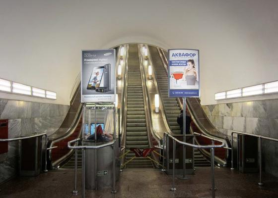 Реклама на лайтбоксах 0,8x1,2м в санкт-петербургском метро