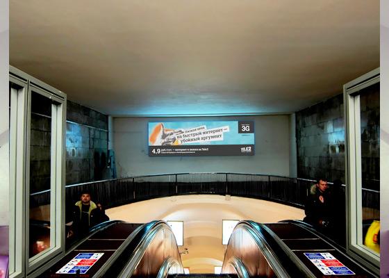 Реклама на крупногабаритных лайтбоксах в санкт-петербургском метро